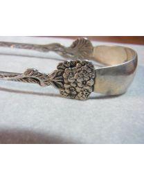 Zilveren klontjestang met bloem