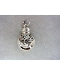 Zilveren gedenksieraad, klassiek met zacht blauwe steen