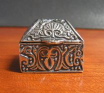 Oosters kistje, zilveren bewaardoosje