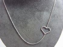 Zilveren LOVENOTE kettinkje met hartje ertussen.