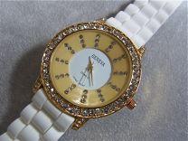Luxe zirkonia horloge met wit rubber band