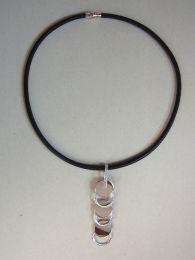 Leren collier met aparte zilveren hanger