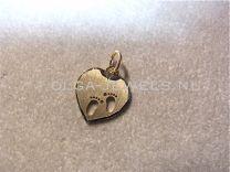 Gouden graveerplaatje hartje met 2 babyvoetjes 13 mm