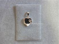 Medaillon hartje zilver met klein hartje.