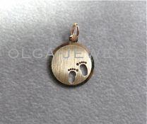 Gouden graveerplaatje met babyvoetjes 14 mm