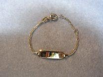 9 karaat baby naam armband met figaro schakel smal