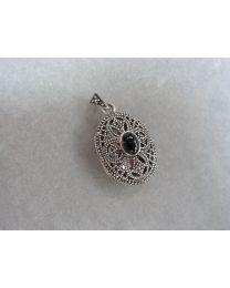 Zilveren medaillon met marcasiet en onyx.