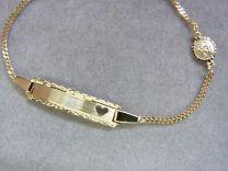 Gouden kinder / peuter graveer naam armband met bescherm engeltje. 12 tot 14 cm.