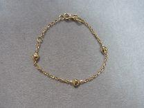 Gouden baby armbandje met hartjes, 9 tot 11 cm