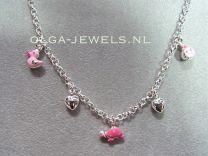 Bedel collier zilver met roze dieren en hartjes.