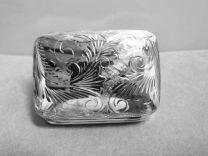 Grote zilveren pillendoos met fraaie bewerking