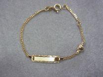 Gouden naamplaat armbandje met hartje ertussen 12 tot 14 cm.