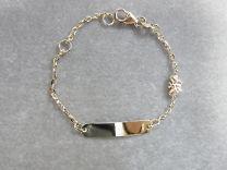 Gouden naamplaat armbandje met vlindertje 11 tot 13 cm