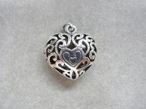 Hart medaillon, opengewerkt donker zilver.