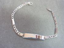 Plaat armband zilver, 19 cm met sierlijke tussenplaatjes.