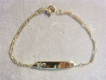 9 karaat naam armband met figaro schakel en hartje. 14 tot 16 cm.