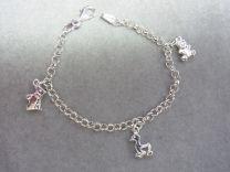 Bedelarmband zilver met 3 bedels, hond, beer, eend. 15 cm.