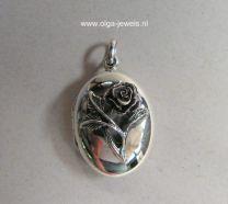 Varia modellen: Medaillon met roosje
