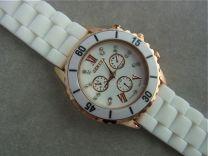 Rosé  horloge met wit rubber band